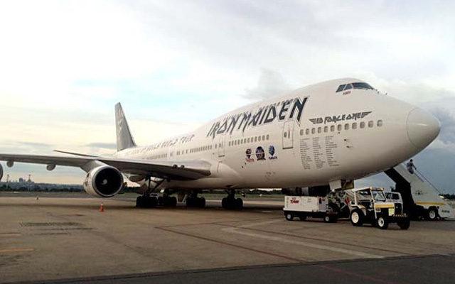 Iron Maiden volta voar no Ed Force One após acidente no